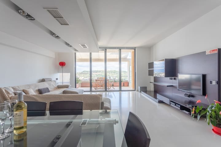♥Modern Spacious 2 Bedroom Penthouse
