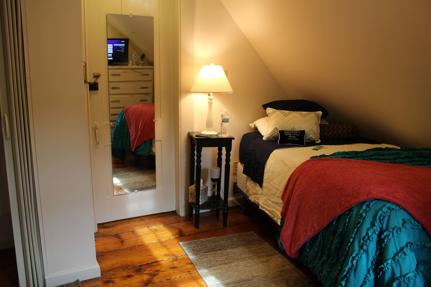 Single bed, Dresser, Streaming TV, Closet and desk area