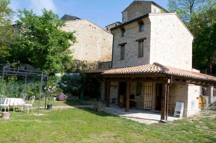 Casa della Strega - un'oasi di relax - Montegiorgio - House