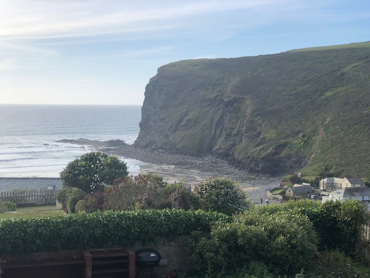 Fab house, 250 yards from the beach and sea views