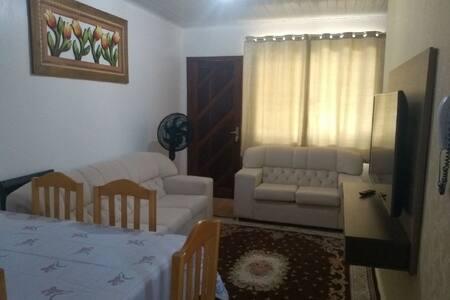 Casa confortável e segura próxima a UOPECAN e H.U
