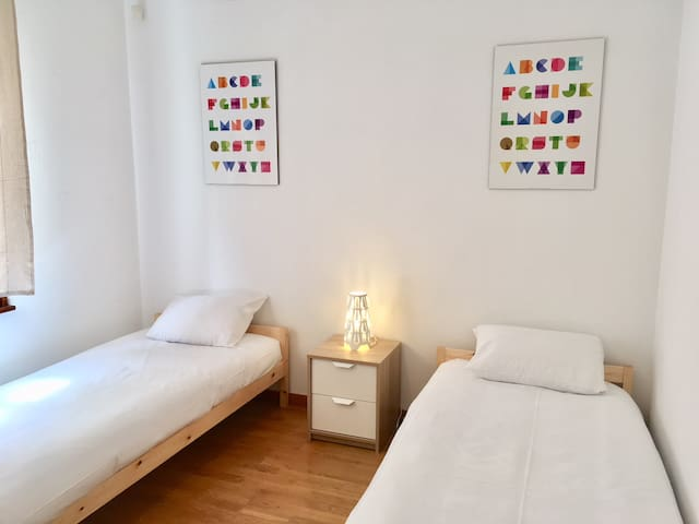 Chambre 3 / 2 lits simples