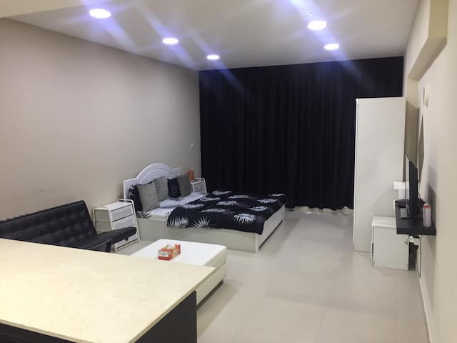 SPECIOUS STUDIO WITH BALCONY CLOSE TO AIRPORT