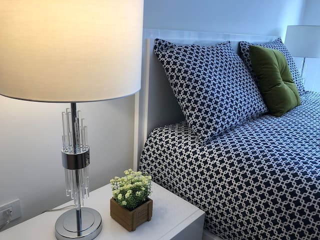 COZY 2 BR APARTMENT for your CITY VACATIONS