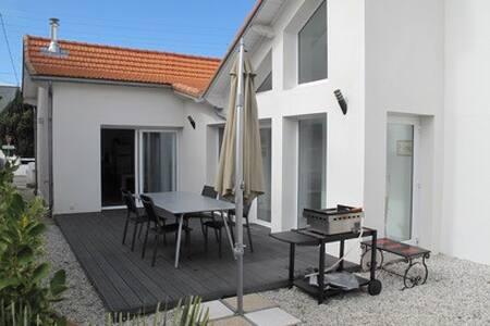 Villa 120m2 rénovée par architecte - ルプリギャン - 別荘