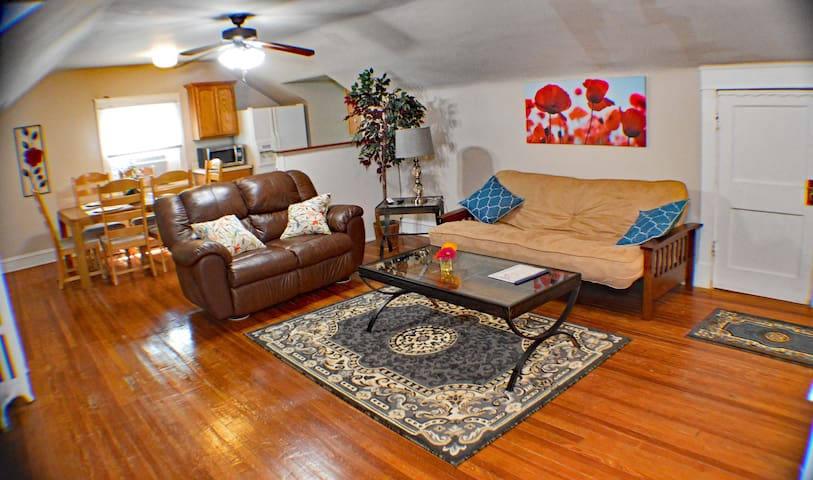 "3 ""Apartment in the Trees"" the Plaza"