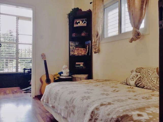 Cozy, cute room+balc. near the beach, Jaffa & TLV
