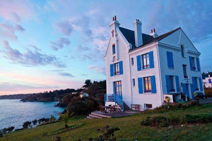 Chambre de luxe vue imprenable sur mer à Belle Ile
