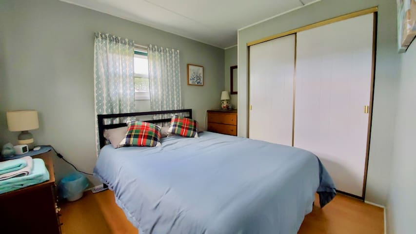 master bedroom - QUEEN bed, 2 dressers, large closest and 2 windows  looking  out the backyard