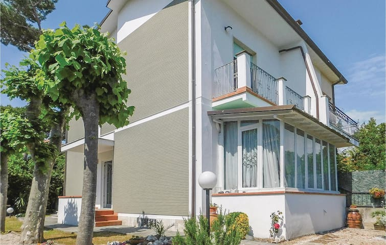Semi-Detached with 3 bedrooms on 98m² in Marina di Pietrasanta