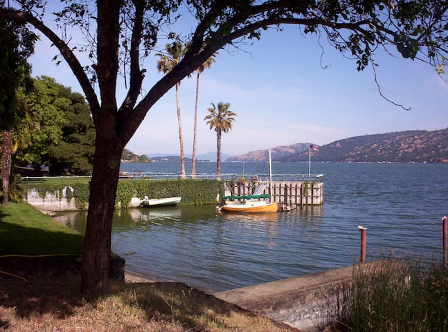Large private bay, classic lake fun - Clearlake - House