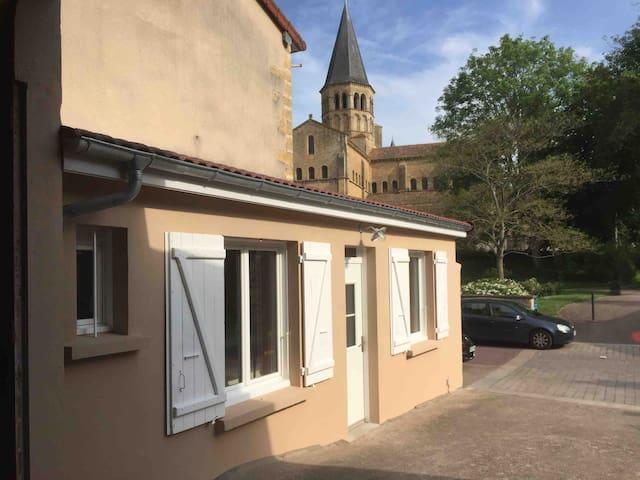 Studio à 50 m de la basilique Paray le Monial