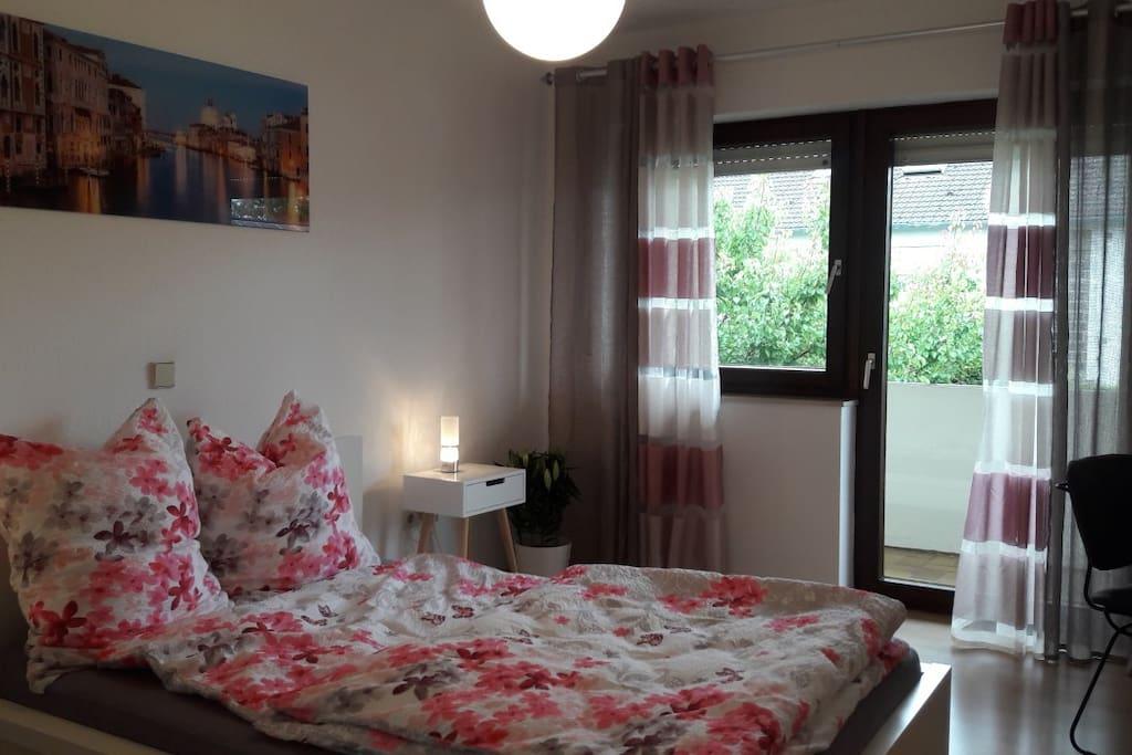 Schlafzimmer 2 mit Doppelbett im Obergeschoss