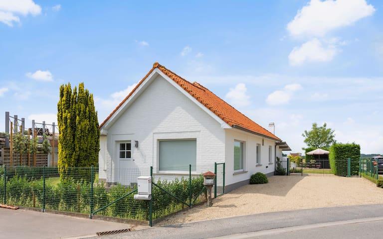 Vlaeberg Cottage