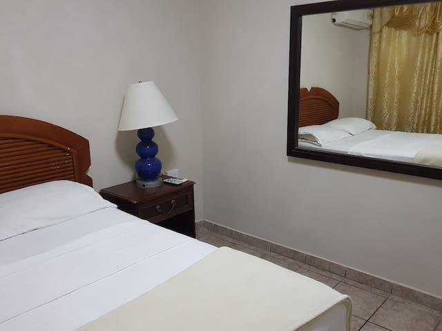 Hotel California, Oranjestad - RDB4