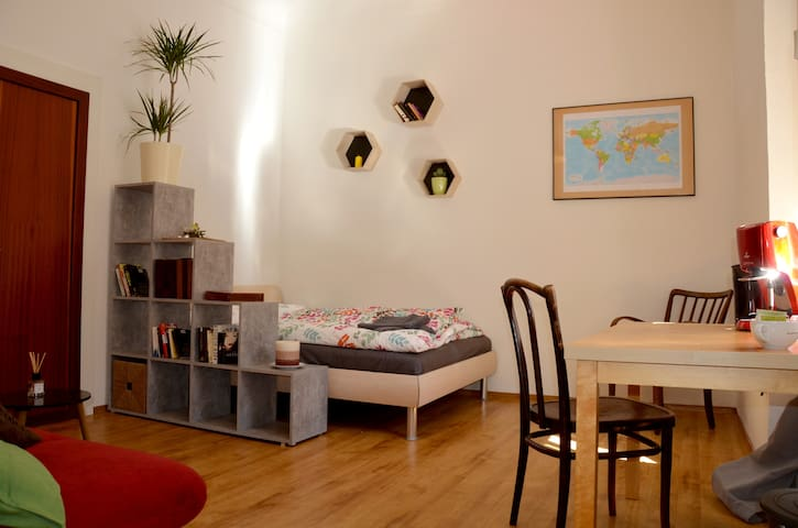 Relax in Quiet Apartment in the Very Center - Graz - Apartemen