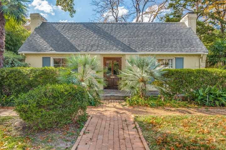 Spectacular centrally located, pet friendly home