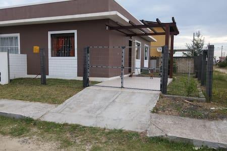 Linda Casa de Veraneio - Passo de Torres - House