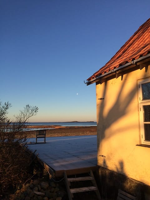 The pilotshouse / Lodshuset.  Beach house