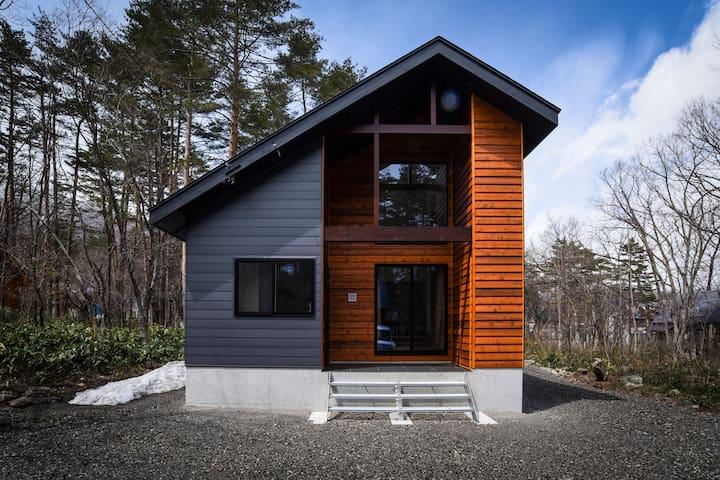 Holly House-Brand new stylish house near Echoland