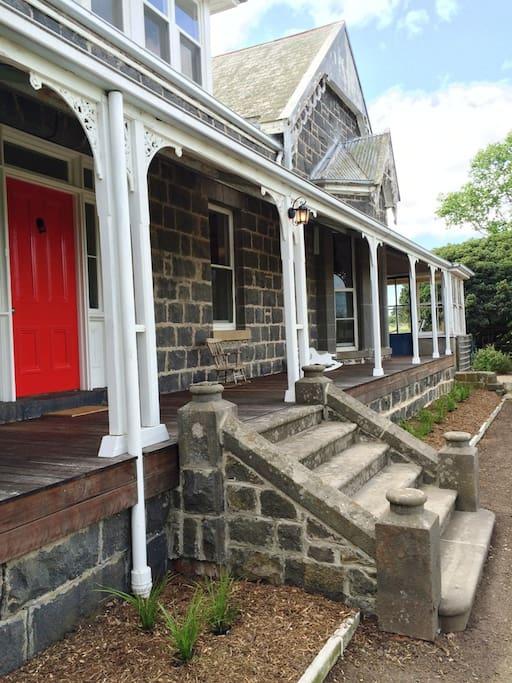 1860s bluestone country house birregurra for Bluestone house