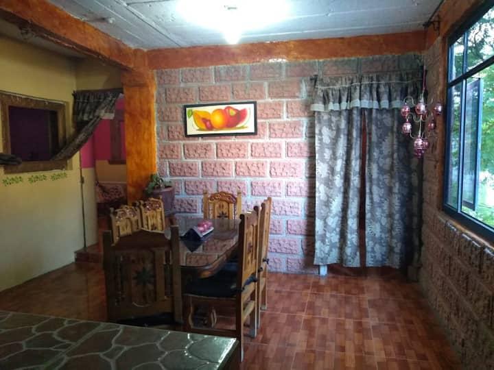 Bonita y acogedora casa tipo colonial.