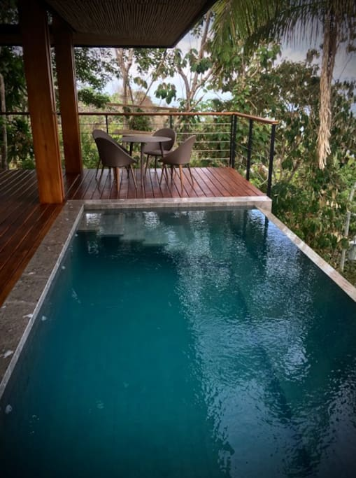 Infinity Pool with Floating Step Design