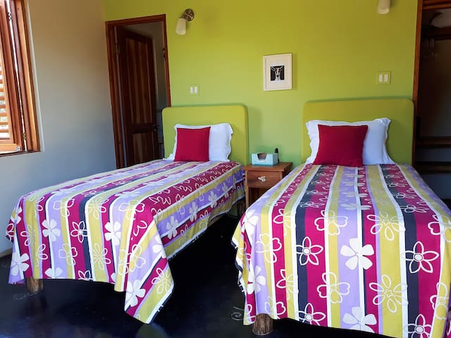 Bedroom 3 (Lime) can concert from a  twin to a kingsize  bed