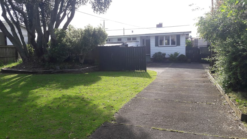 Homely Environment In New Lynn