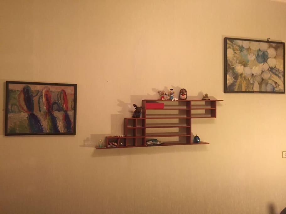 墙上的油画是房主亲自选的哦