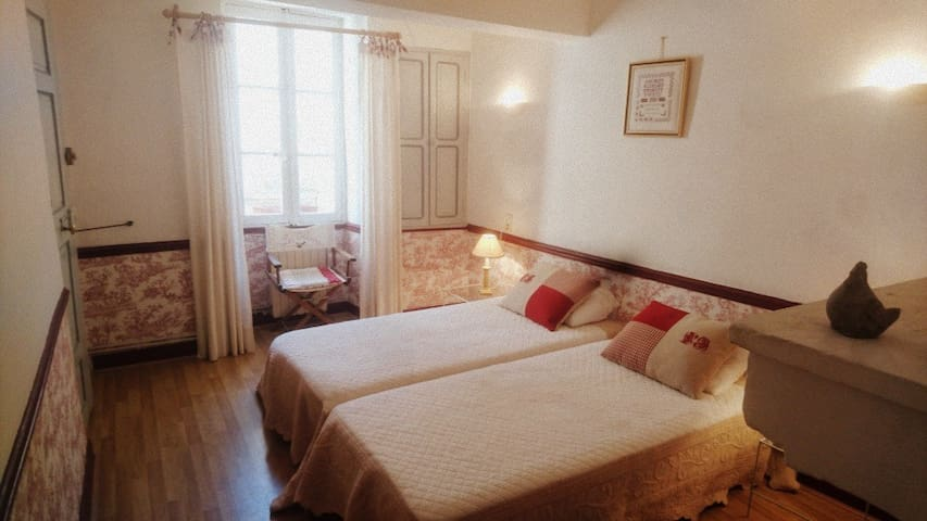 Nice guest room in Bastide from the 18th - Venasque