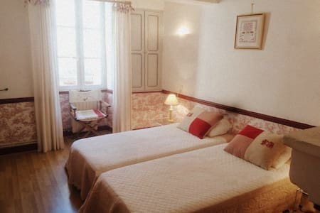 Nice guest room in Bastide from the 18th - Venasque - Bed & Breakfast