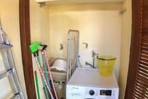 Máquina Lava&Seca , tanque + utensílios de limpeza + Varal de Chão