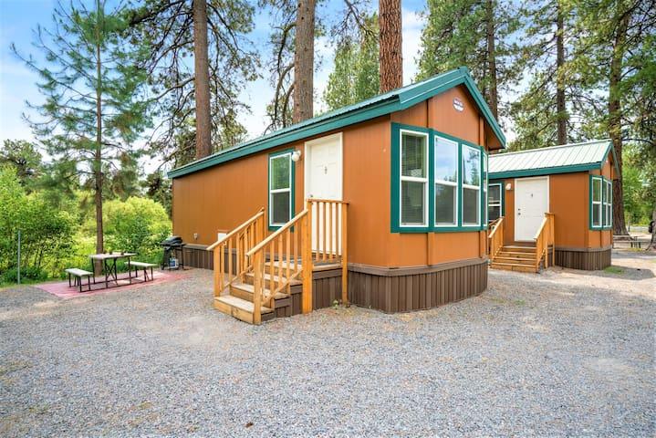 Crater Lake Resort - Creekside Cabin 32