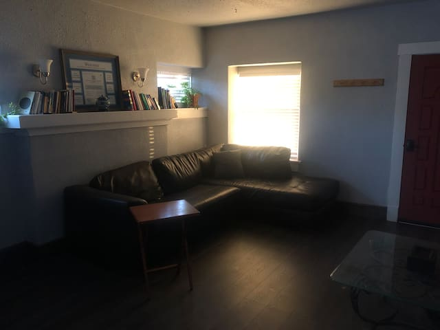 Cozy House Downtown 2 Bedroom Afforadable. By UTEP