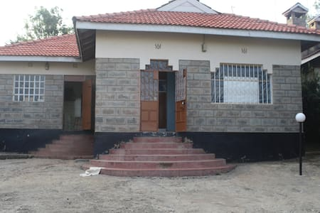 Rooms in a 3 bedroom bangalow - Ongata Rongai