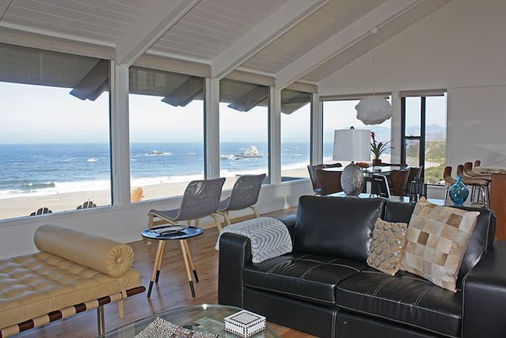 Louw-Tide - Ocean front views of Wright's Beach.