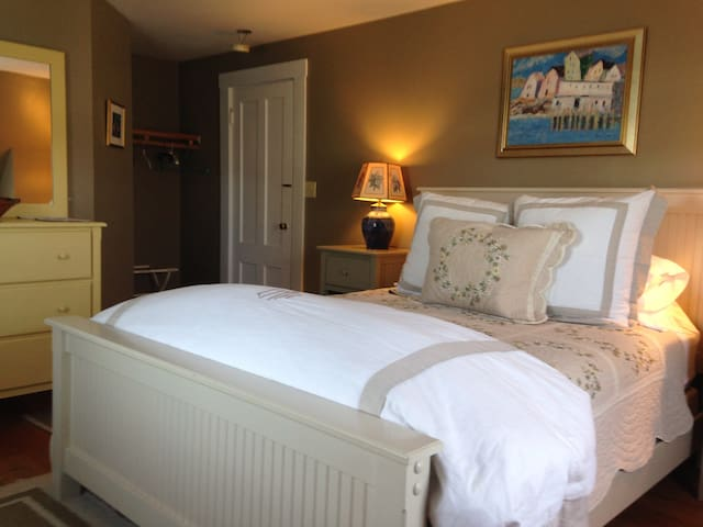 Brackley Farm Room - Mountain Village Farm Bed & Breakfast
