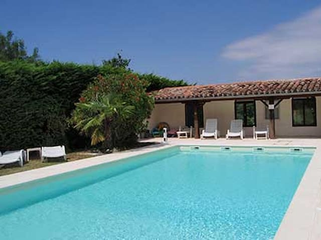 Fitou cottage with private terrasse, shared pool - Montmaur - Huvila