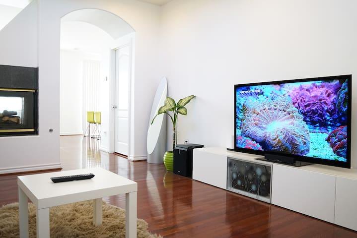 LUXURY MASTER Bedroom Modern Home 5 Mins to Beach
