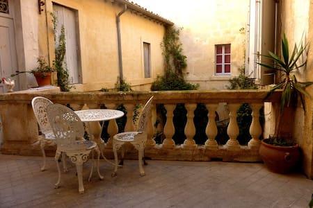 Montpellier Centre historique T3 terrasse - Montpellier - Apartment