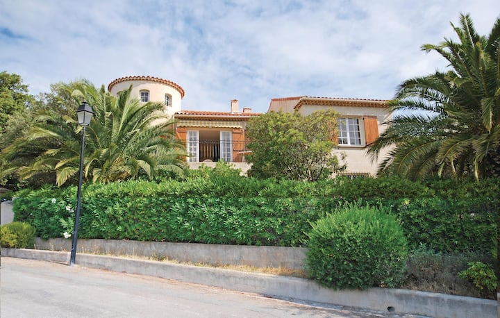 Beautiful home in Les Issambres with 3 Bedrooms