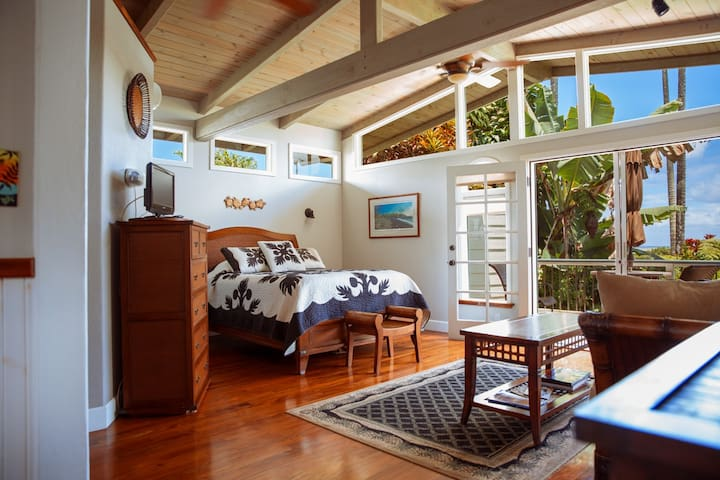 Steps to Beach & Surf with Breakfast - Koi Suite