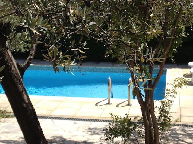 Olive Grove Villa, Flaysoc