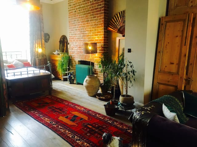 "Stunning Unique huge ""loft""- Perfect Hove Hideaway"