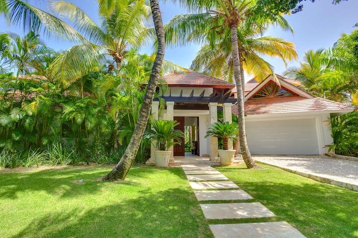 Very unique colonial-tropical style villa