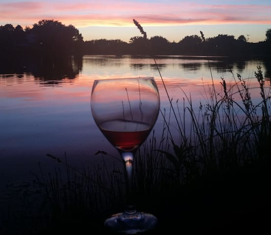 Enjoy your Wine by the Lake at Sunset