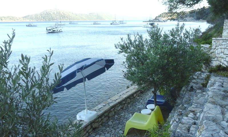 Linovrohia guest house in Ionian islands