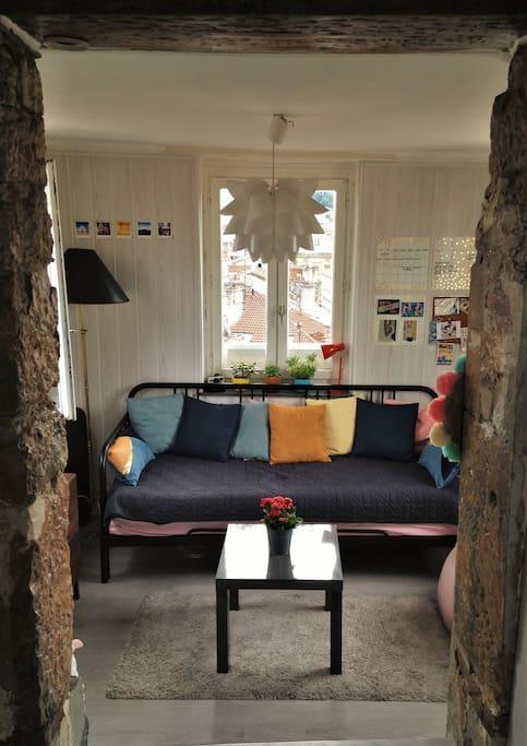 le salon avec un canapé-lit 2 places