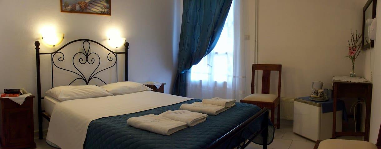 Δίκλινο Δωμάτιο με διπλό κρεβάτι!!